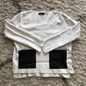 Zara white sweater with leather pockets